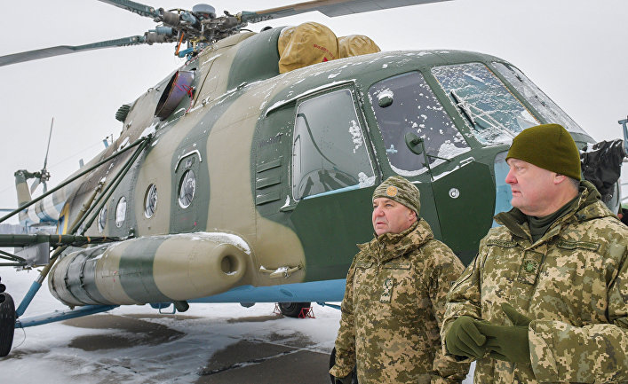 Президент Украины Петр Порошенко (справа) и министр обороны Степан Полторак