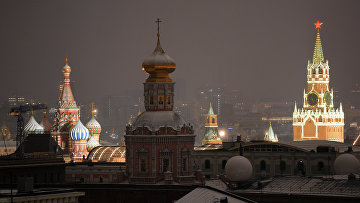 Спасская башня Московского Кремля, храм Богоявления Господня и Покровский собор
