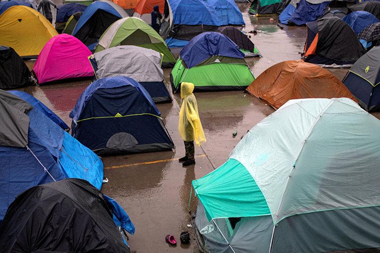 Палаточный лагерь мигрантов в Тихуане, Мексика
