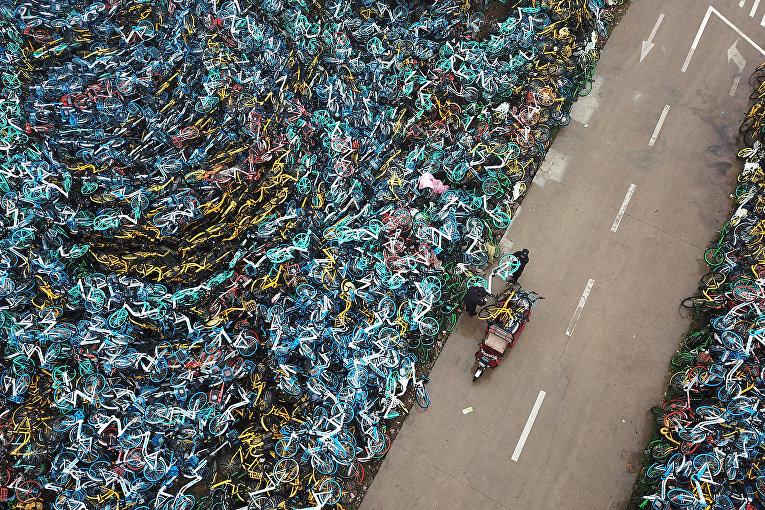 Свалка старых велосипедов в китайском городе Хэфэй