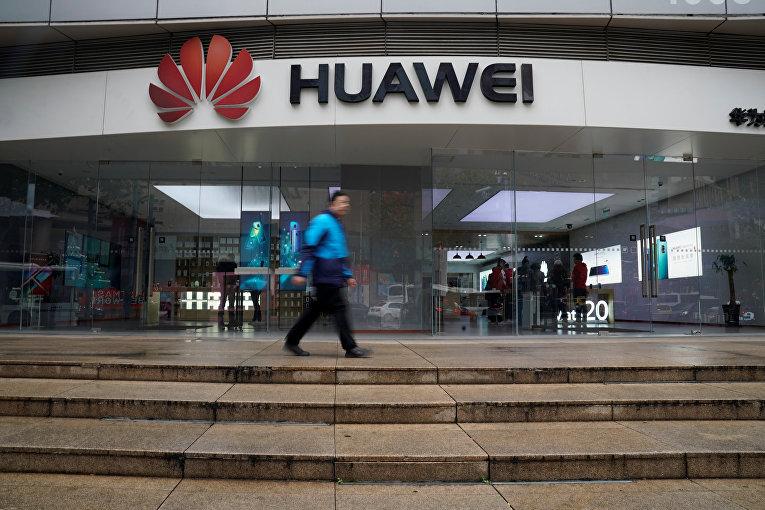 Магазин Huawei в торговом центре в Шанхае