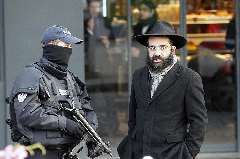 Полиция у кошерного магазина в Париже, где произошел терракт