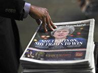 Портрет премьер-министра Великобритании Терезы Мей на передовице газеты The Evening Standard в Лондоне