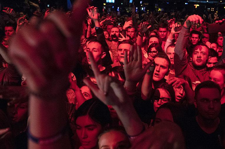 Фанаты рэпера Хаски на концерте в Москве