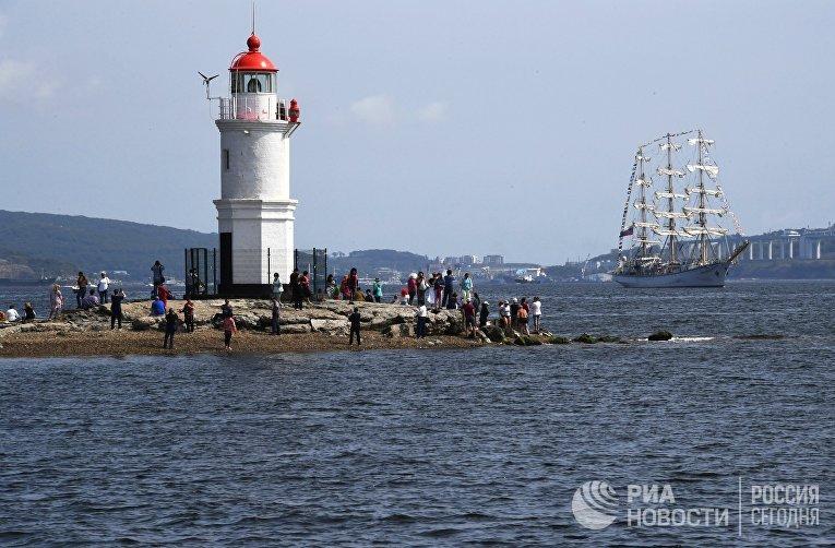 Парусники-участники  регаты в рамках ВЭФ покидают Владивосток