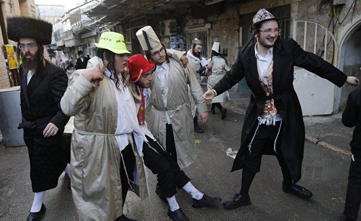 Пьяные ультраортодоксальные евреи в Иерусалиме