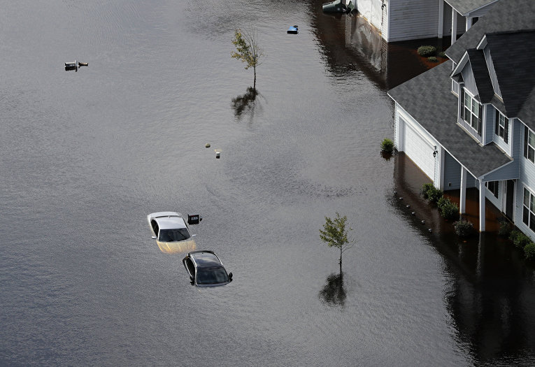 Затопленный район в Фейетвилле, Северная Каролина после мощного урагана Флоренция, обрушившегося на регион в середине сентября
