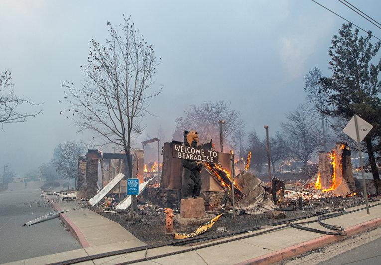 Сгоревшее кафе в городе Парадайз в Калифорнии