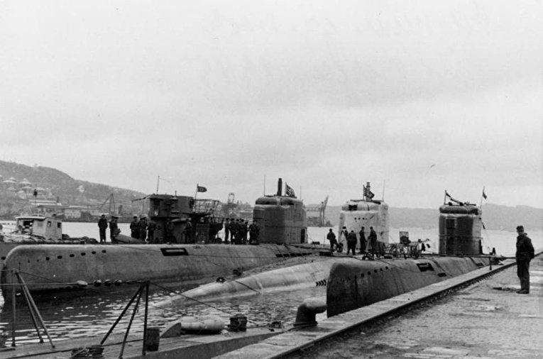 Три подводные лодки типа XXI в Берген, Норвегия, 1945