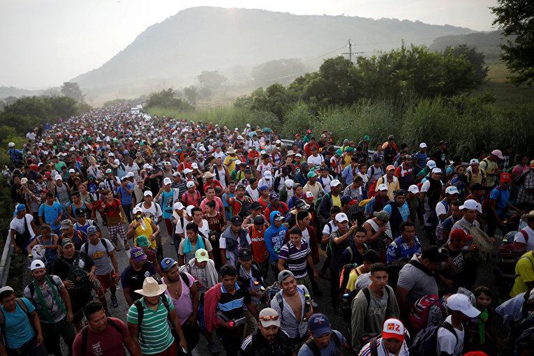 Караван мигрантов, направляющийся в США а Мексике