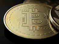 Сувенирная монета криптовалюты биткойн