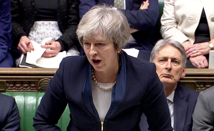 Премьер-министр Великобритании Тереза Мэй выступает перед парламентом