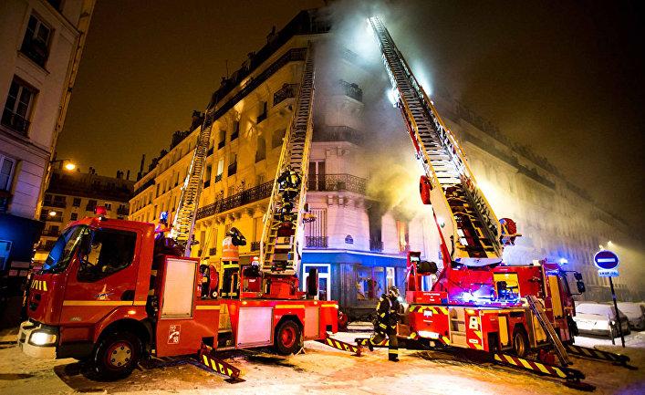 Сотрудники пожарной службы во Франции. Архивное фото