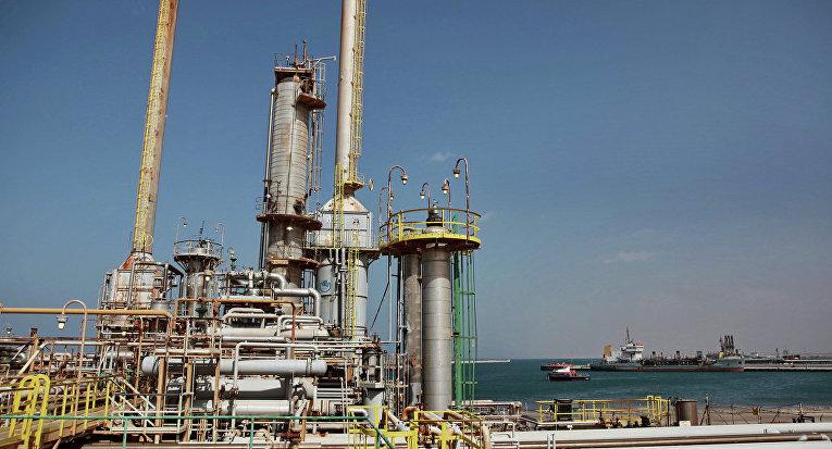 нефтяные вышки в Ливии