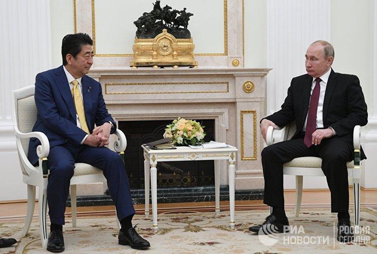 Президент РФ В. Путин встретился с премьер-министром Японии С. Абэ