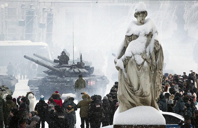 Репетиция военного парада на Дворцовой площади в Санкт-Петербурге по случаю 75-й годовщины окончания блокады Ленинграда
