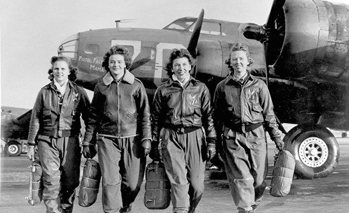 Пилоты из Женской службы пилотов военно-воздушных сил США в 1943 году