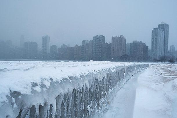 Замерзшее очеро Мичиган в Чикаго