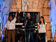 Наиб Букеле с женой и вице-президентом празднуют победу на президентских выборах в Сальвадоре