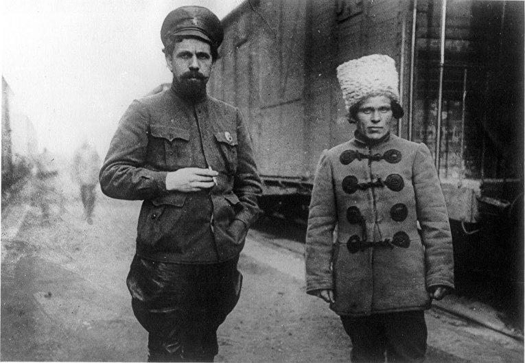 Павел Дыбенко и Нестор Махно, 1919 год