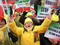Члены иранской общины в Европе на митинге во время саммита, посвященного Ближнему Востоку и Ирану в Варшаве