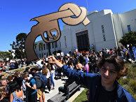 Акция студентов о предотвращении насилия с оружием в школе в Санта-Монике