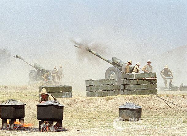 Артиллеристы 40-й армии ОКСВА подавляют огневые точки противника в районе населённого пункта Пагман