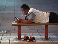 Мужчина отдыхает в Пекине