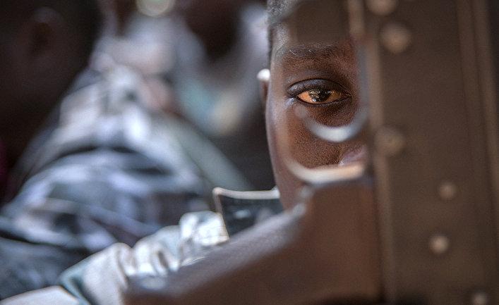 Мальчик-солдат в Ямбио, Южный Судан