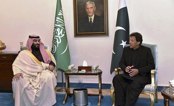 Наследный принц Саудовской Аравии Мухаммед бен Сальман и премьер-министр Пакистана Имран Хан