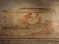 Фрески в здании лупанария в городе-музее под открытым небом Помпеи