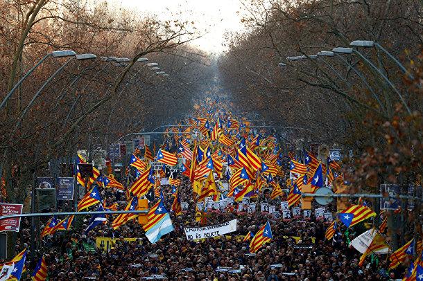 Акция протеста против суда над каталонскими лидерами в Барселоне