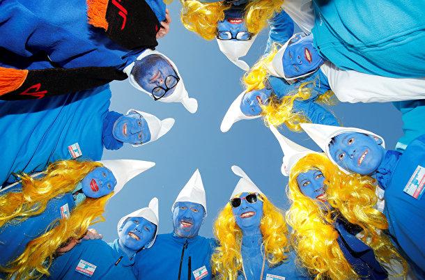 Участники крупнейшей в мире встречи смурфиков в Лаухрингене