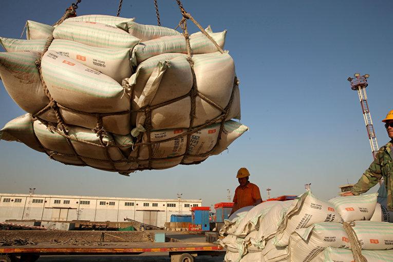 Транспортировка соевых бобов в порт Наньтун, Китай