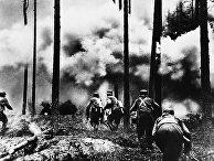 Финские солдаты идут в наступление возле границы с СССР