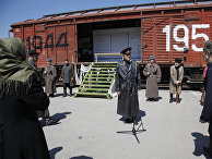 Участники церемонии, посвященной 69-й годовщине депортации чеченцев в Грозном
