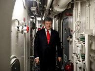 Президент Украины Петр Порошенко посетил прибывший в порт Одессы эсминец ВМС США «Дональд Кук»
