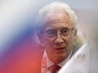 Олег Вьюгин наэкспертной дискуссии «Глобальное развитие: макроэкономический прогноз» врамках VIГайдаровского форума— Международной научно-практической конференции «Россия имир: новый вектор»