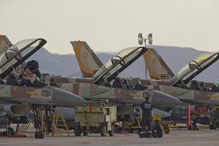 """Истребители ВВС Израиля F16 во время учений международных военных учений """"Голубой флаг"""""""