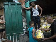 Продовольственные товары, распространяемые по государственной программе в Каракасе, Венесуэла