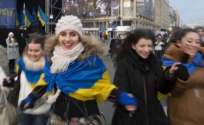 Девушки на площади Независимости в Киеве