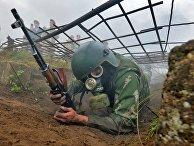 Белорусский спецназовец во время квалификационного испытания на право ношения крапового берета