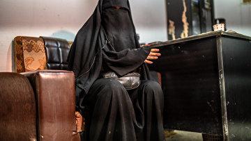 Женщина, бежавшая изИГИЛ (запрещенная вРФ террористическая организация)