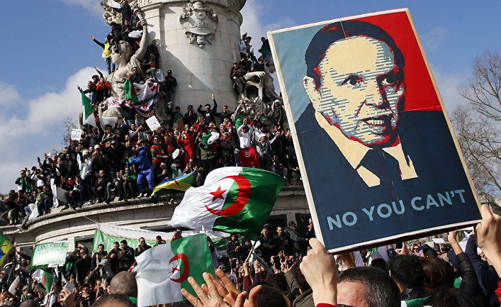 Акция протеста против выдвижения президента Алжира Абдельазиза Бутефлики