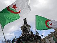 Акция протеста против президента Алжира Абдельазиза Бутефлики на площади Республики в Париже, Франция