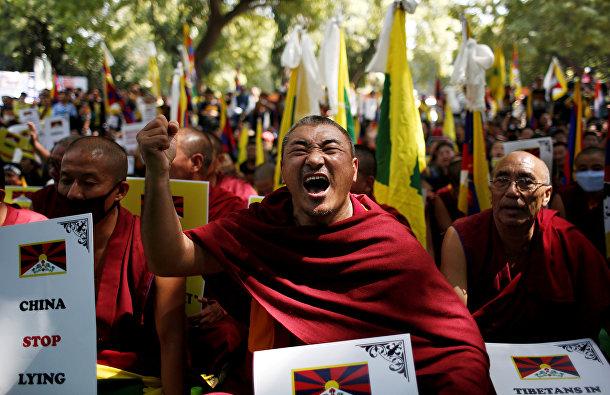 Тибетцы во время протеста в ознаменование 60-й годовщины тибетского восстания