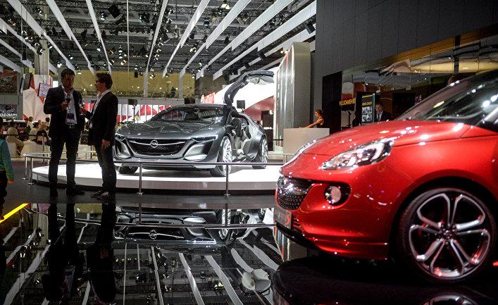 Автомобиль Opel Monza concept на Московском международном автомобильном салоне