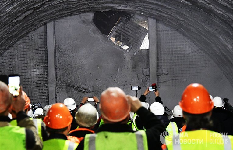 Километровый железнодорожный тоннель проложили строители на керченском подходе к Крымскому мосту