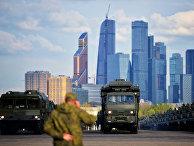 Оперативно-тактические ракетные комплексы «Искандер» вовремя подготовки кПараду Победы вМоскве