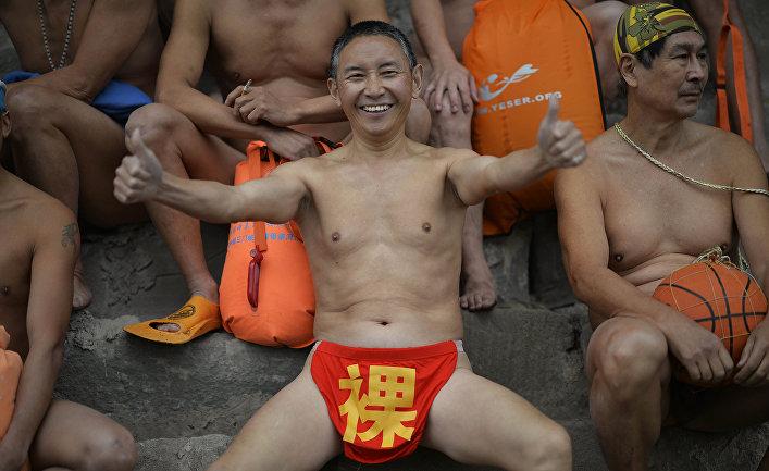 Участники заплыва на юго-западе Китая